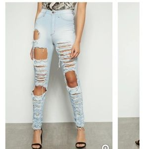 Distressed high waisted Jean's